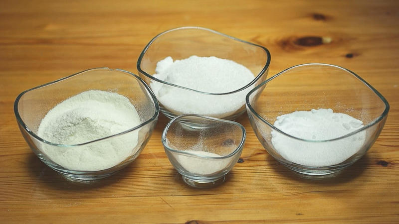 Ingredientes sólidos de la receta de helado de avellana casero