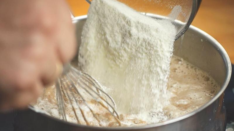 Añadimos a los líquidos los sólidos del helado de frutos secos