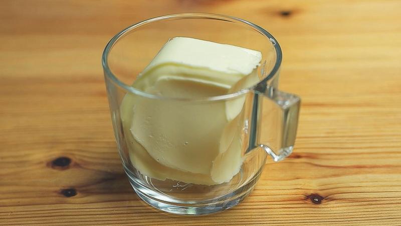 mantequilla en un vaso